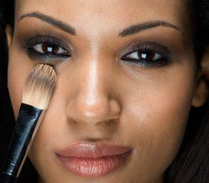 Consejos belleza pieles morenas 300x263 Consejos de belleza para las pieles morenas