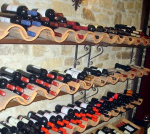 bodega de vino 300x268 Consejos de decoración para tener una bodega en casa
