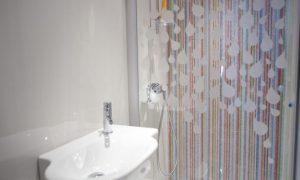 DECORANDO MAMPARAS DE BAÑO 300x180 Decorar mamparas de baño con láminas electroestáticas