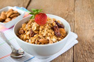 Pan o cereal de granos enteros 300x200 Alimentos que ayudan a combatir el insomnio