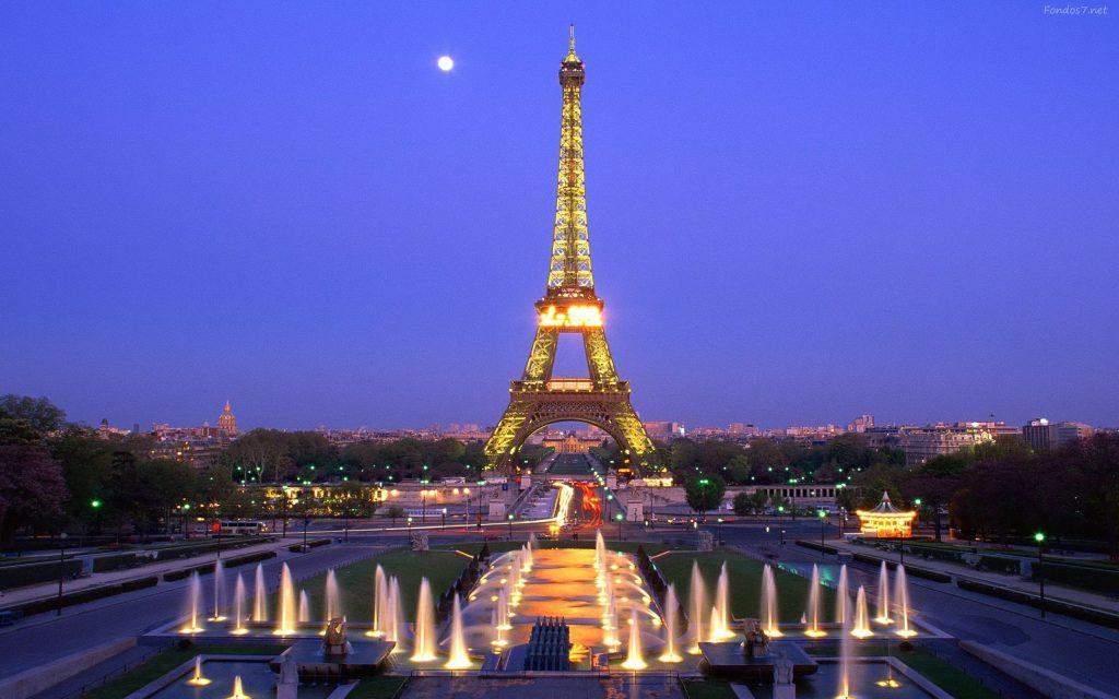 torre eiffel en paris 1024x640 Cómo llegar fácilmente a las principales atracciones turísticas de París