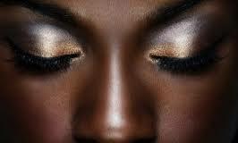Maquillaje de noche: Colores metálicos