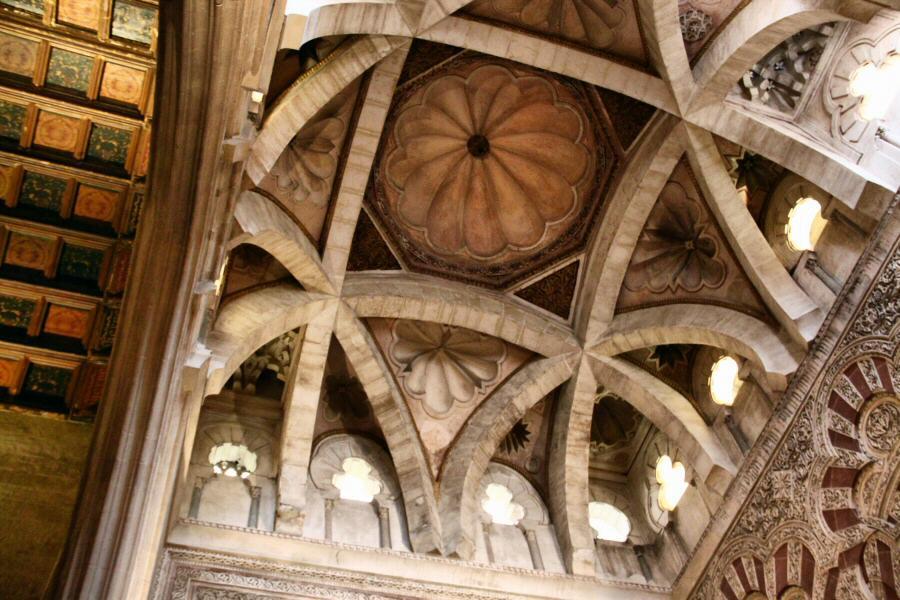 fotos cordoba mezquita nave gotica 3 Razones para Disfrutar  de las Maravillas Arquitectónicas de la Mezquita de Córdoba