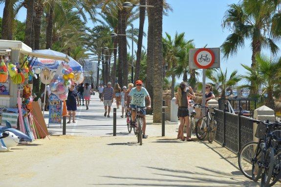 paseo maritimo marbella 6 Fantásticos Sitios Para disfrutar de su Visita a Marbella