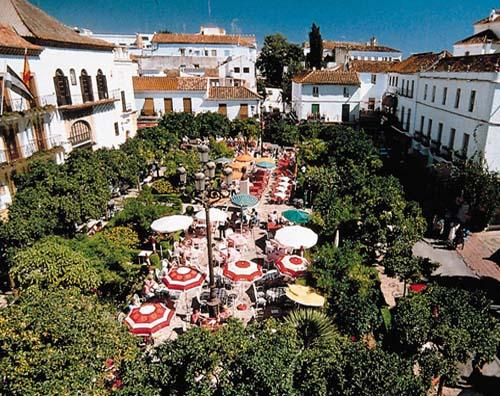 plaza naranjos marbella 6 Fantásticos Sitios Para disfrutar de su Visita a Marbella