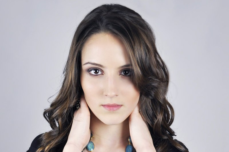 alopecia femenina Alopecia femenina. Causas de la caída del cabello en la mujer y como evitarlo.