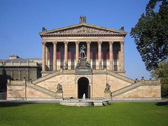 Museo de la Galeria Antigua Isla de los Museos en Berlín