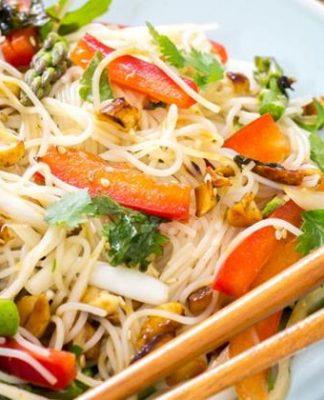 ensalada de fideos de arroz con vinagreta 324x400 Home