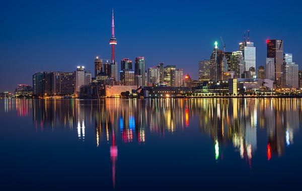 edificios canada noche Top 10 cosas que hacer en Canadá