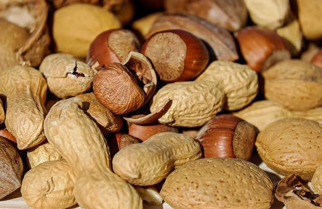 Frutos secos Alimentos comunes que pueden causarte problemas estomacales