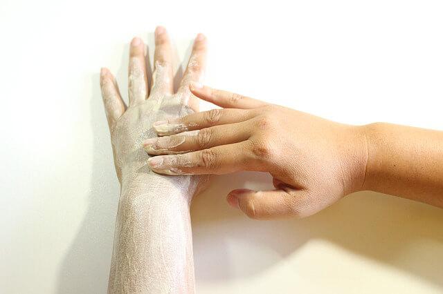 Exfoliante brazo Los mejores exfoliantes hechos a base de azúcar.