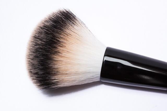 Brocha sucia ¿Por qué es importante lavar tus brochas de maquillaje y como se lavan?