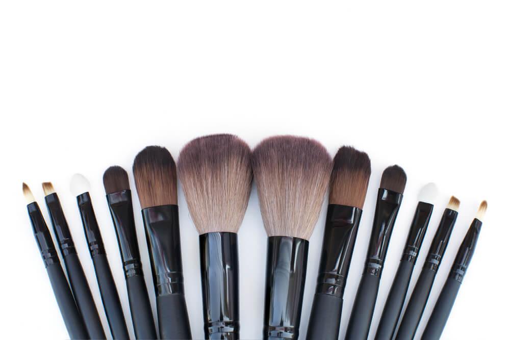 Previene el acne ¿Por qué es importante lavar tus brochas de maquillaje y como se lavan?
