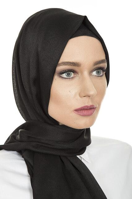 Cabello cubierto por pañuelo ¿El frío afecta a tu cabello? Tips Sencillos para fortalecer tu pelo