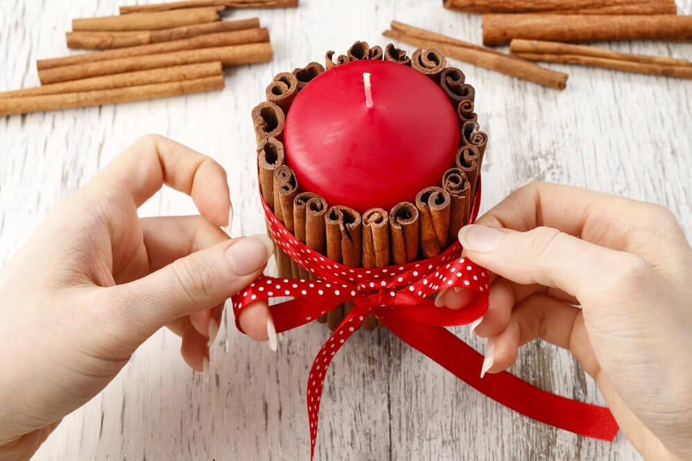 Velas con ramas de canela 10 ideas para decorar velas