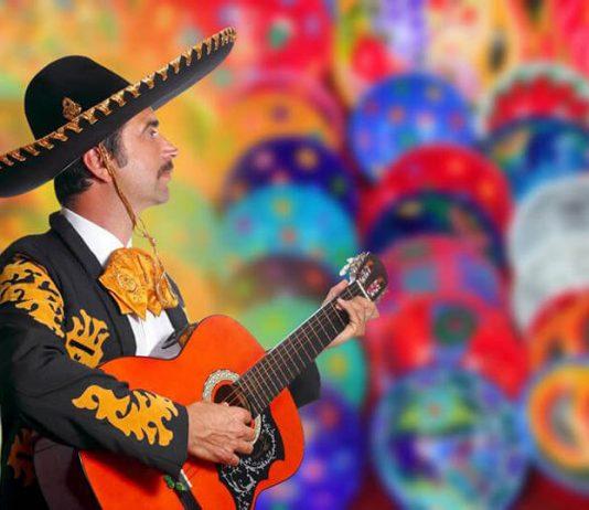Cantante de rancheras con guitarra