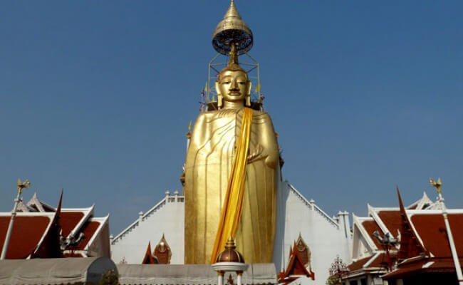 Templo Wat Intharawihan 9 templos para visitar en Bangkok