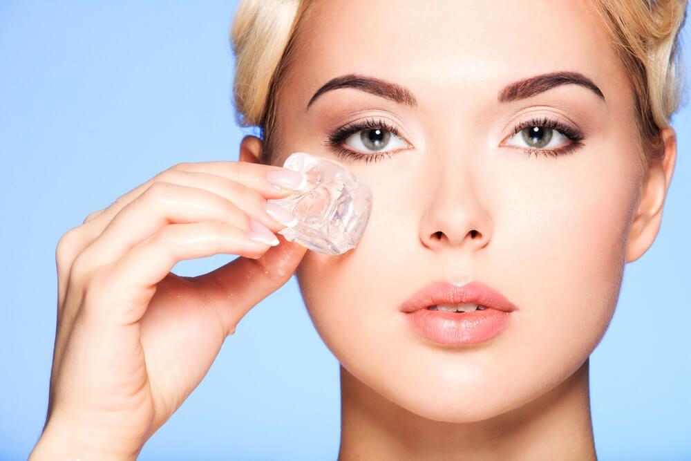 Hielo para los pómulos 4 Ventajas increíbles del hielo para la belleza de tu piel