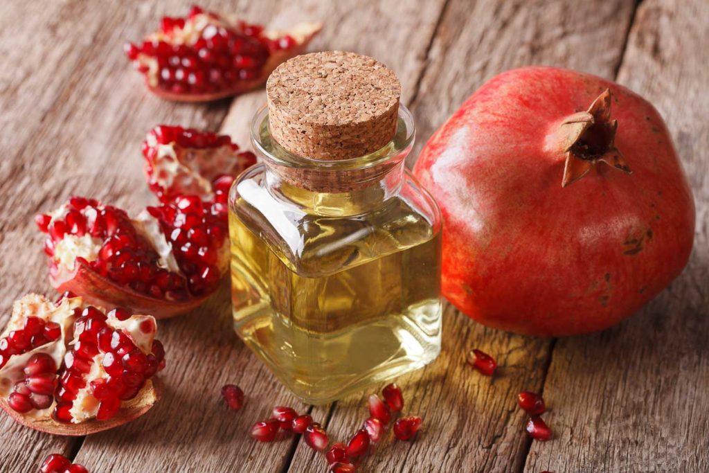 aceite de granada para la piel más joven Cosméticos naturales para tu cuerpo: Onagra, granada y muchas más