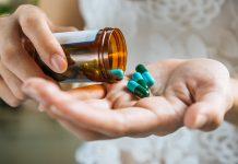 6 peligros de la automedicación en casa